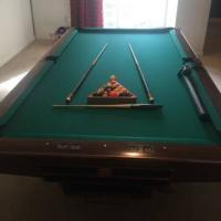 Brunswick Gold Crown IV 9 foot Pool Table in Good Condition for Sale